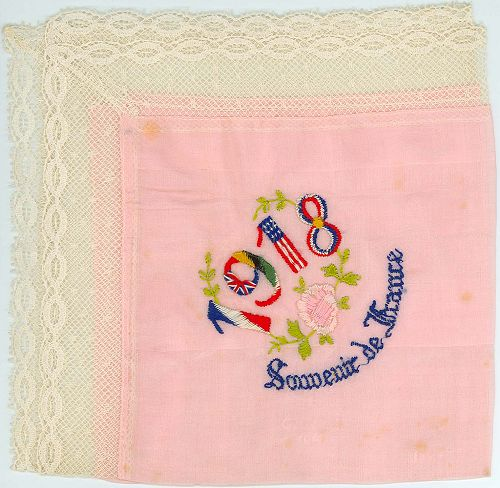 Embroidered handkerchief: 1918, Souvenir de France'