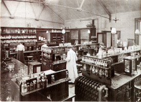 Chemistry lab at York Place, c.1900. Copyright: Royal Holloway Archives and Special Collections, University of London.
